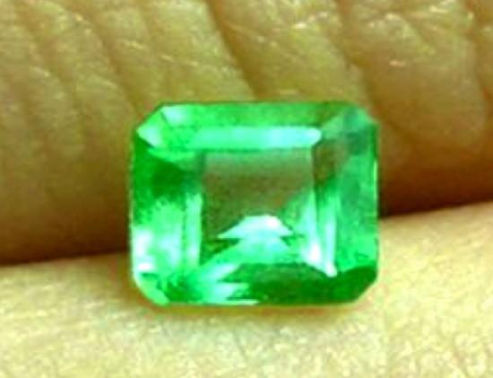 Smeraldo naturale certificato da 0,42 carati