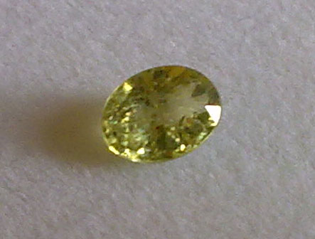 zf25 2c Zaffiro verde naturale taglio ovale da 0,25 carati